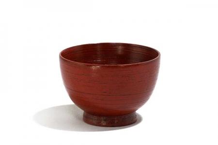 Bol en bois rouge strié